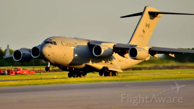 Boeing Globemaster III (17-7701) - Did a touch-and-go when the sun was already low in the western sky.