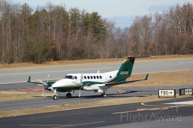 Beechcraft Super King Air 350 (N921BS) - Taxiing to Depart. Operated by Old Dominion Aviation