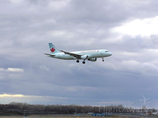 Airbus A320 (C-FKCK) - Landing 06L - April 27, 2014