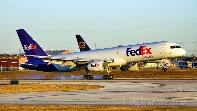 Boeing 757-200 (N967FD) - 22 arrival.