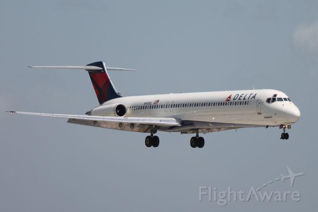 McDonnell Douglas MD-88 (N949DL) - Delta Flight 1725 (N949DL) arrives at Sarasota-Bradenton International Airport following flight from Hartsfield-Jackson Atlanta International Airport
