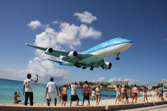 Boeing 747-400 (PH-BFN) - This is the one everybody waits for.  Drop your drinks and grab your cameras! KLM