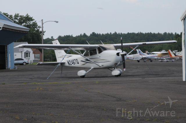 Cessna Skyhawk (N2467Q) - Over by the FBO entrance