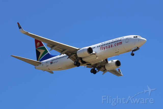 Boeing 737-800 (ZS-SJF) - Short Finals for RWY 08