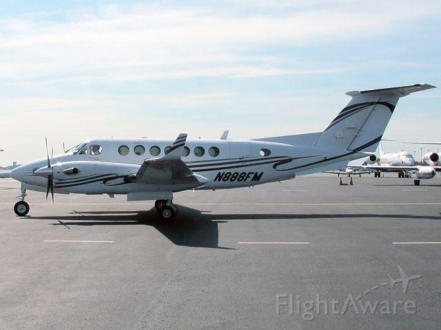 Beechcraft Super King Air 350 (N888FM)