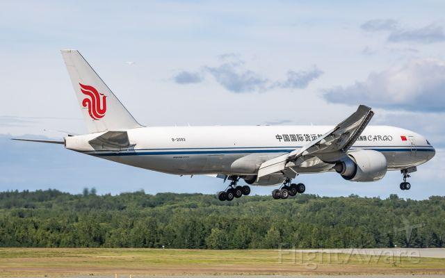 BOEING 777-200LR (B-2093)