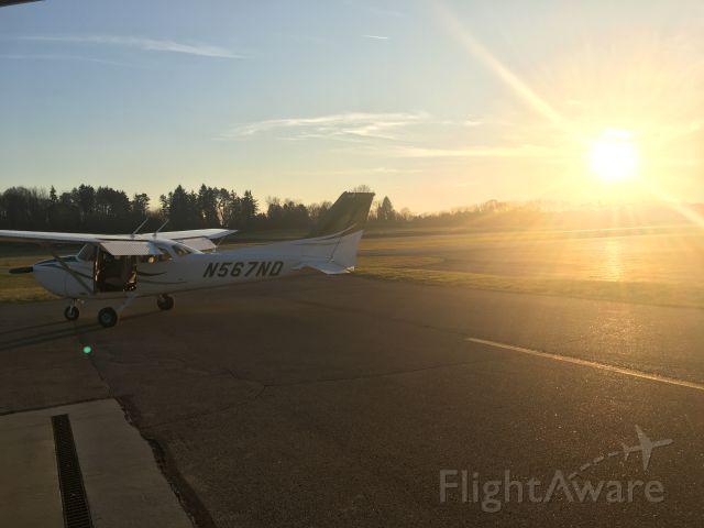 Cessna Skyhawk (N567ND) - Moore Aviation @ KBVI. Taken by Jayson Chappell