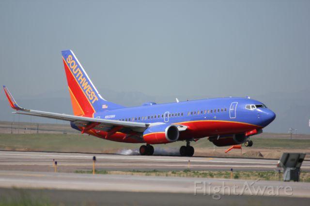 Boeing 737-700 (N933WN) - Landing on 34R.