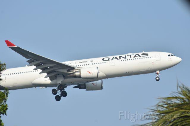 Airbus A330-300 (VH-QPJ) - Arrival, Qantas, RWY 20R, Changi, Singapore. 8 Sep 2019.