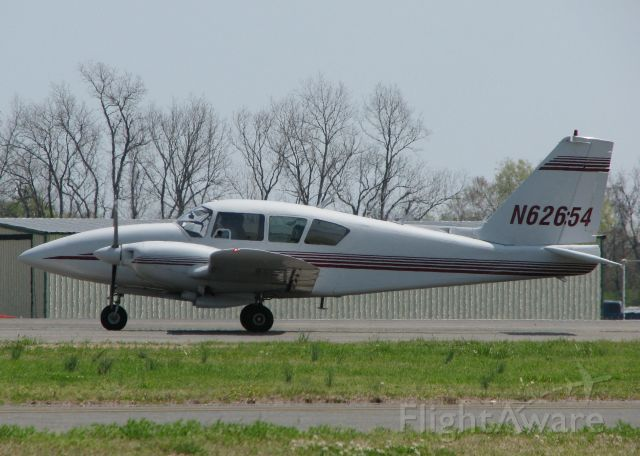 Piper Apache (N62654) - Turning onto runway 14 from taxiway Foxtrot at the Shreveport Downtown airport.
