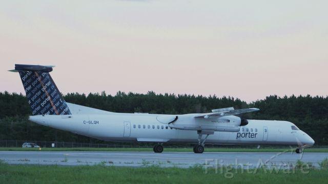 de Havilland Dash 8-400 (C-GLQH) - Porter Airlines Bombardier Dash8 Q400 revving up for takeoff to Toronto YTZ Billy Bishop Toronto City Airport