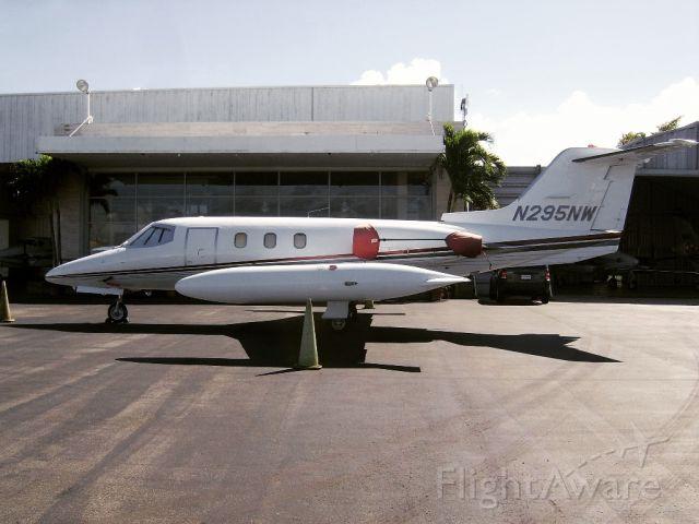 Learjet 24 (N295NW)