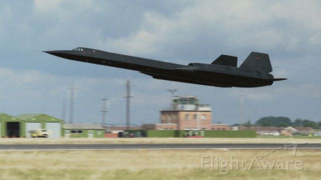 Lockheed Blackbird — - SR-71A low pass after mission. RAF Mildenhall, UK  1985