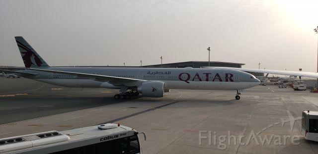 Boeing 777-200 (A7-BEI) - landing at Qatar airport .