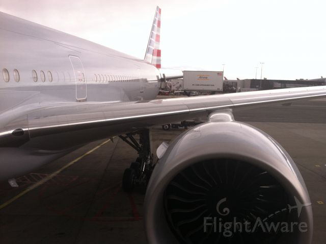 BOEING 777-300ER (N720AN)