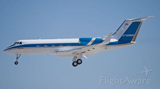 Gulfstream American Gulfstream 2 (N748MN) - N748MN on final