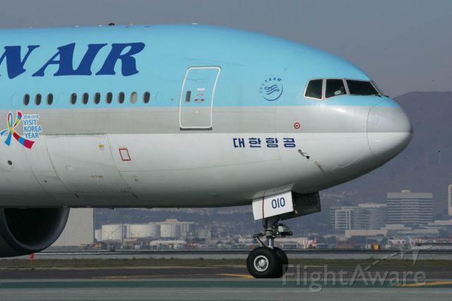 BOEING 777-300ER (HL8010) - December 29, 2017