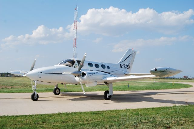 Cessna 421 (N123SM) - Just washed