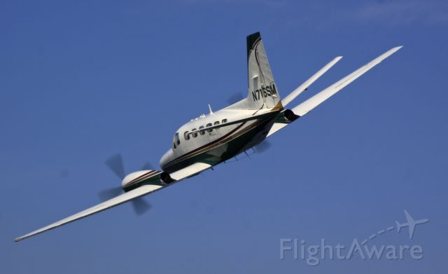 Cessna Conquest 2 (N716SM) - N716SM FLYING PAST THE BARON TO LAND KPTW