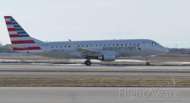 Embraer 170/175 (N405YX)