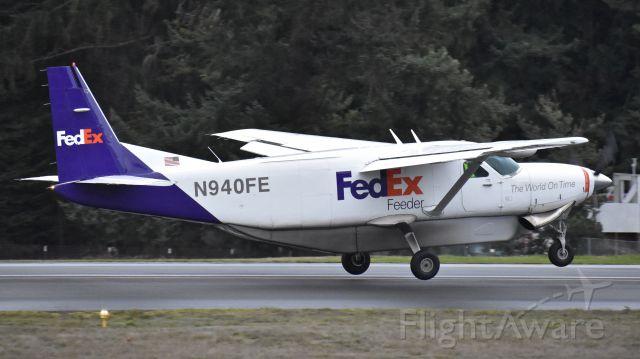 Cessna Caravan (N940FE) - FedEx Feeder departing runway 16 at Friday Harbor Airport, Washington