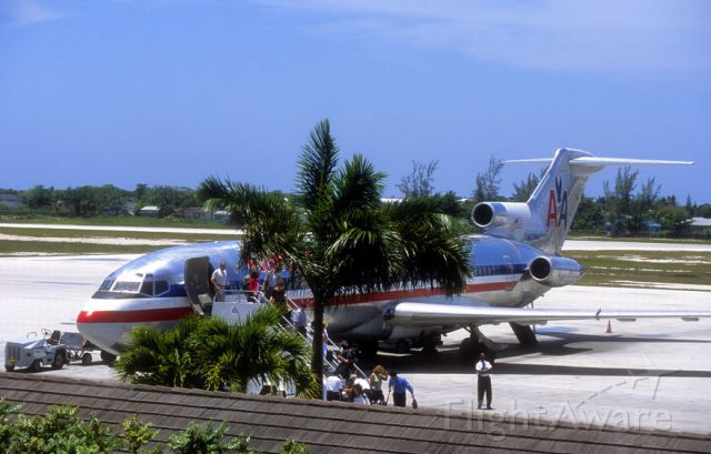 BOEING 727-200 (N875AA) - My goodbye to the B-727. In 2001. 1 year later, this was retired too!