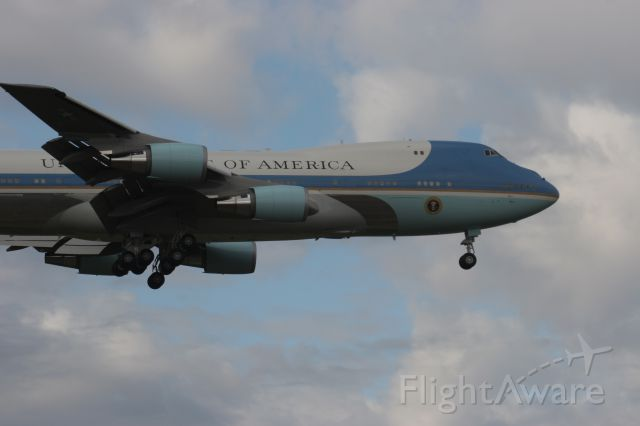 Boeing 747-200 (N29000) - Air Force One Lands Runway 36 Green Bay during Presidential Campaign Stop.
