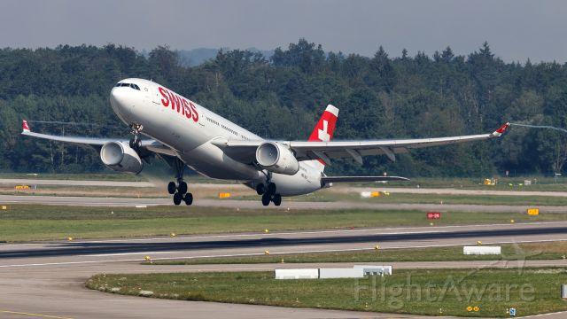 Airbus A330-300 (HB-JHJ)