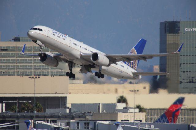 Boeing 757-200 (N14102)