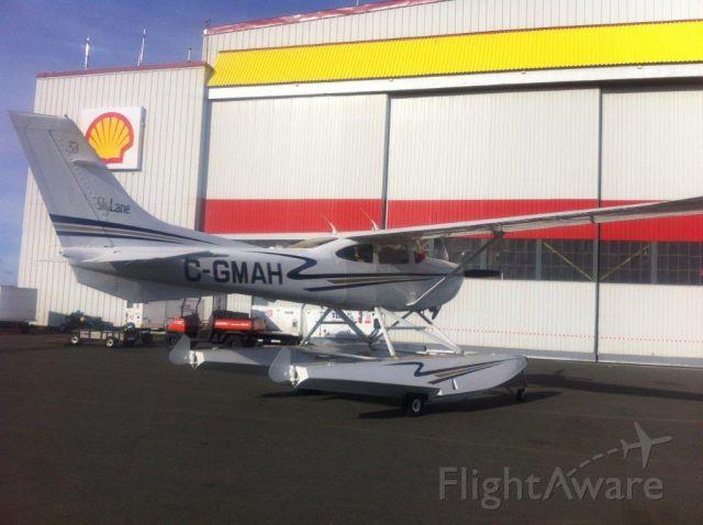 Cessna Skylane (C-GMAH) - Fueling up at YYT.