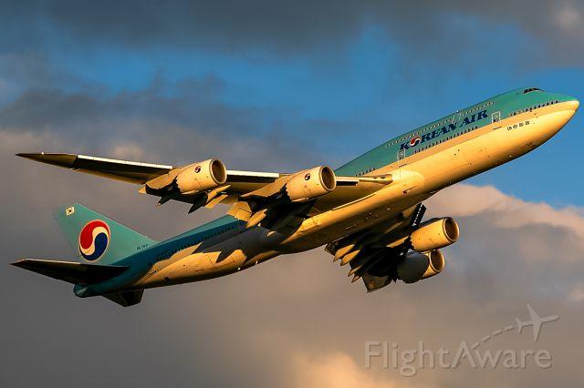 BOEING 747-8 (HL7631) - evening sun