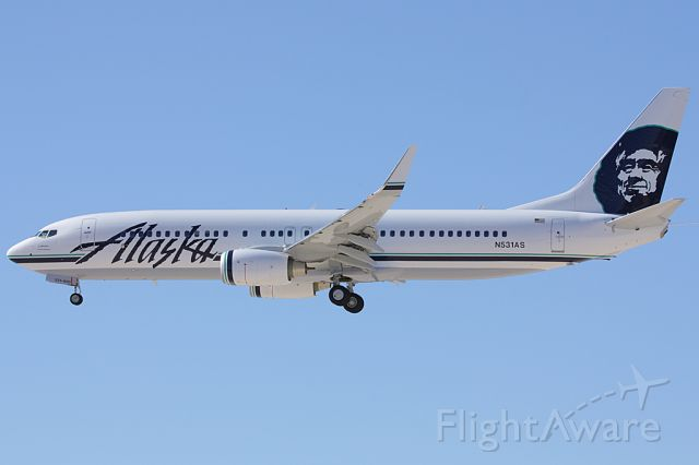 Boeing 737-800 (N531AS) - Coming in to land on 25L.