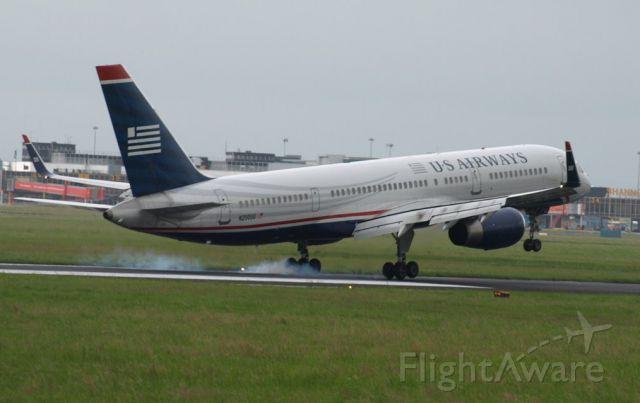 Boeing 757-200 (N200UU)