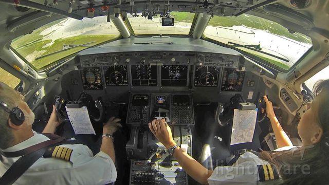 Boeing 717-200 (EI-EWJ) - Nikki piloting the Boeing 717 into Venice (from our VOLOTEA film)