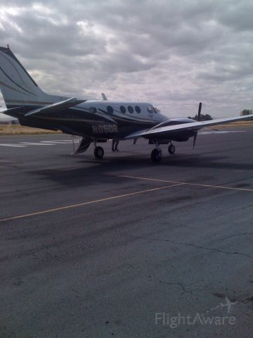Beechcraft King Air 90 (N85DR) - Hermiston, OR Ramp