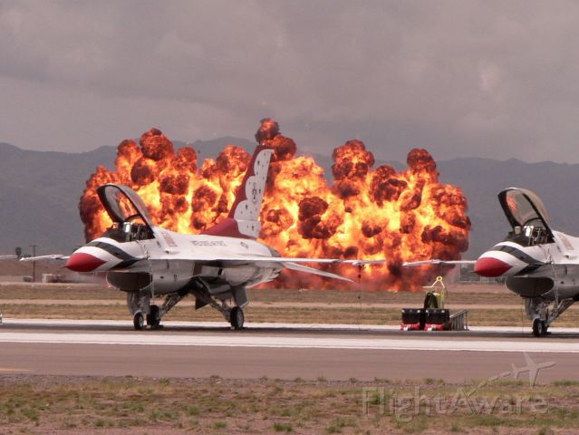 Lockheed F-16 Fighting Falcon — - Boom
