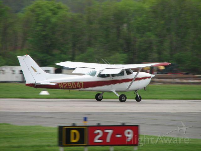 Cessna Skyhawk (N29047) - Landing at the Lock Haven Pancake Breakfast.