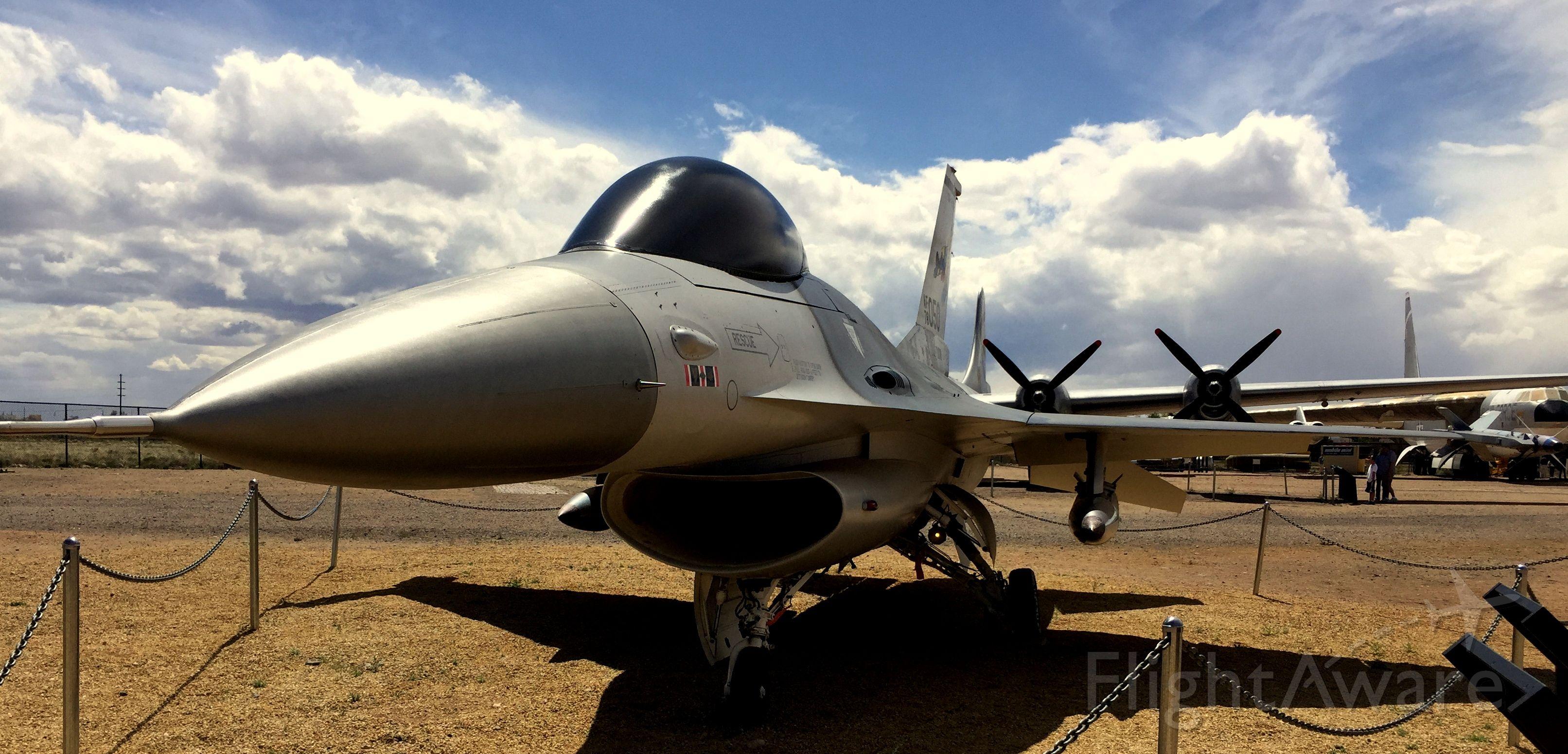 Lockheed F-16 Fighting Falcon —