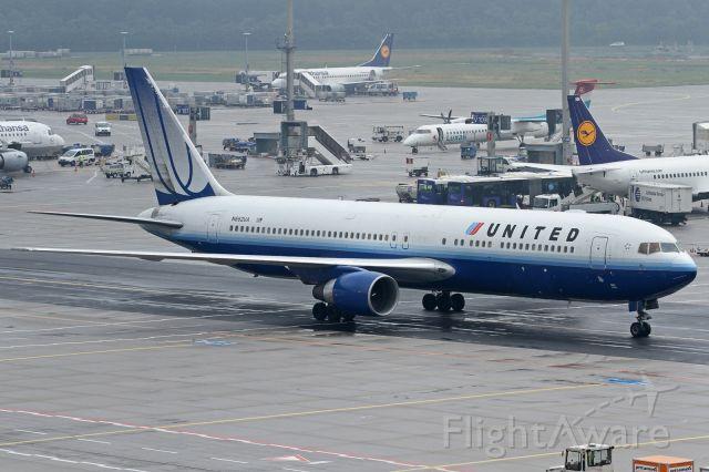 BOEING 767-300 (N662UA)