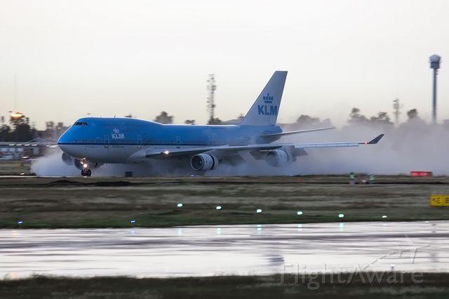 Boeing 747-400 (PH-BFS) - KLM splash