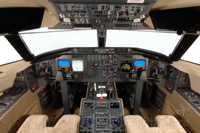 Canadair Challenger (N628CM)