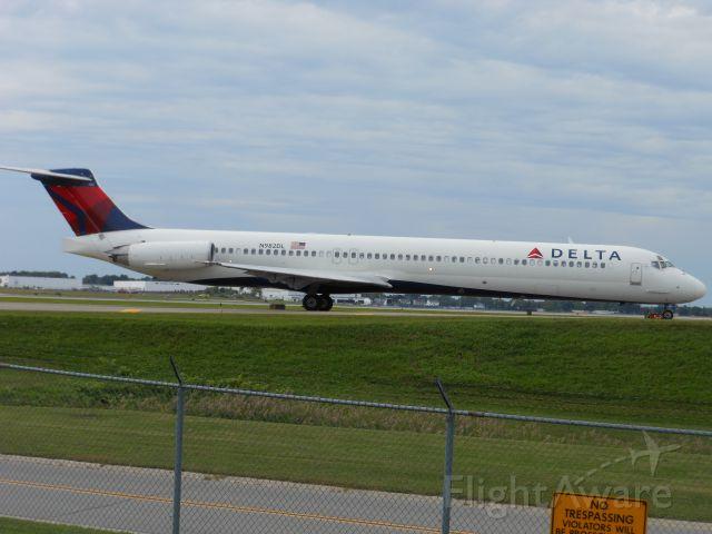 McDonnell Douglas MD-88 (N982DL)