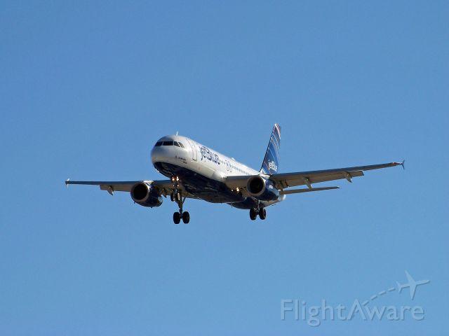 Airbus A320 (N639JB)