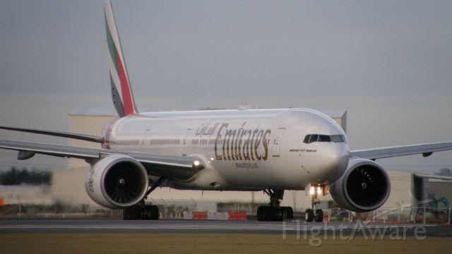 BOEING 777-300ER (A6-ECA)