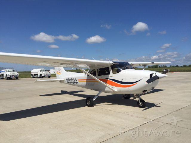 Cessna Skyhawk (N910AA) - N910AA at KGRR