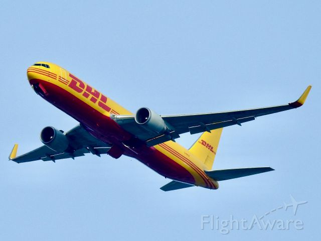 BOEING 767-300 (G-DHLE)