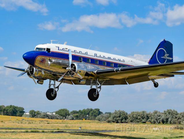 Douglas DC-3 (N25641)