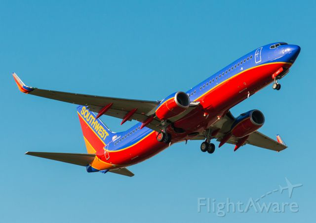 Boeing 737-700 (N8632A) - Southwest airlines B737 pitching up after a missed approach on runway 16R