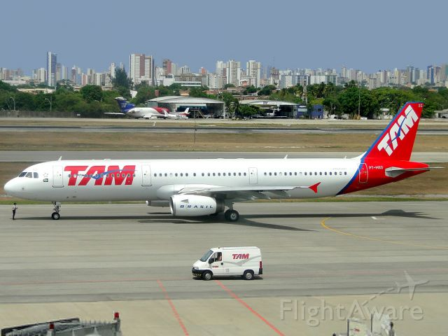 Airbus A321 (PT-MXG) - Releasing the taxi to fly route the GRU