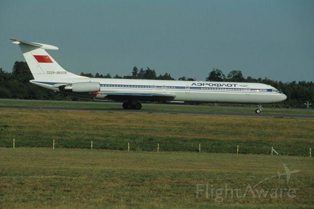 Ilyushin Il-62 (CCCP86558) - Departure at Narita Intl Airport Rwy16 on 1990/11/03